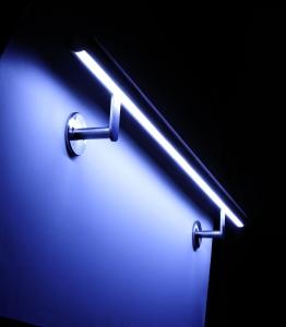 DAIDALOS® - LED Handlauf beleuchtet in einem Altenheim nach der Sanierung