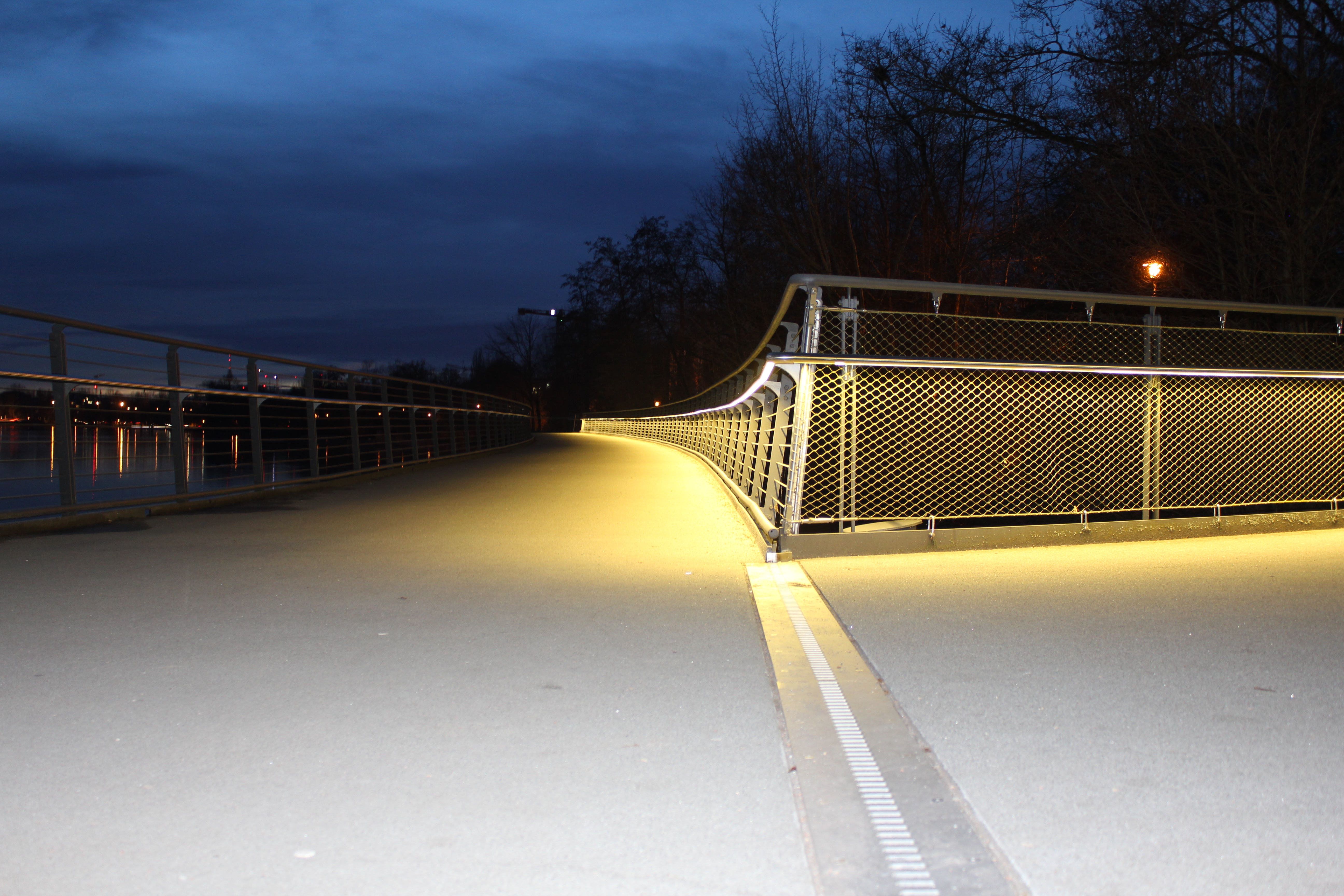Beleuchteter Handlauf DAIDALOS® Wöhrder See Nürnberg - Hinten